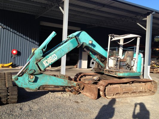 Kobelco Excavator- currently dismantling « Excavator Parts